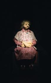 Alma istuu